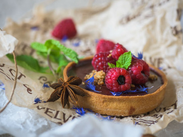 Photo by Anton Agarkov. Dishes from the Altai food products at the restaurants of Barnaul. A chocolate dessert with the Altai raspberry. The VELVET restaurant